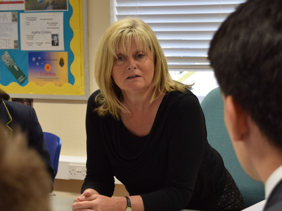 Anne Main MP meets with school students