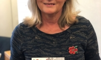 Anne Main with the ceramic poppy